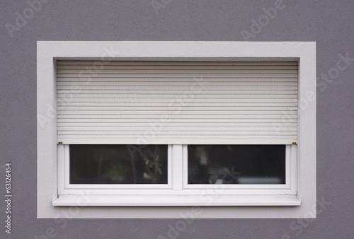 Fotografie, Obraz  Modernisiertes Fenster mit Rollladen