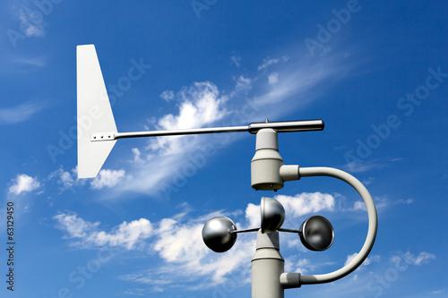 Windkraftmesser vor blauem Himmel Canvas Print