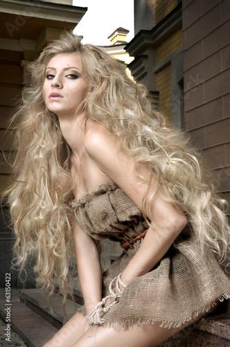 Fényképezés  Girl with long blonde hair on outdoors city