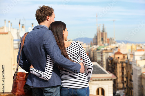 Papiers peints Barcelona Romantic couple looking at view of Barcelona