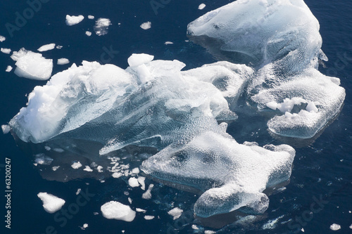 Papiers peints Arctique Älterer Eisberg in der Gerlache Strait