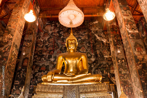 Photo  Big buddha statue beautiful in the church of the Suthat Wat at B