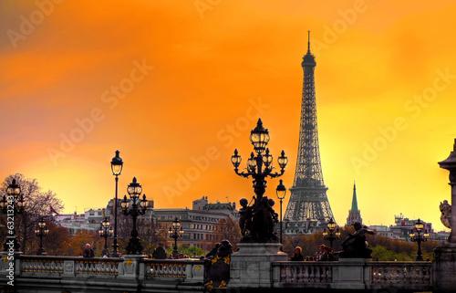 Photo Stands Paris Tour Eiffel au crépuscule