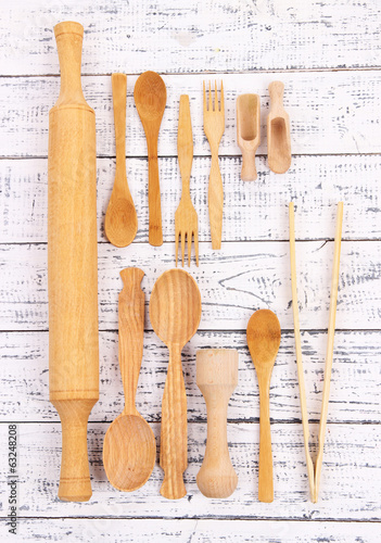 Naklejka - mata magnetyczna na lodówkę Wooden kitchen utensils on table close-up
