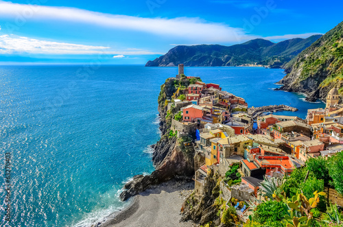 Foto op Aluminium Mediterraans Europa Scenic view of colorful village Vernazza in Cinque Terre