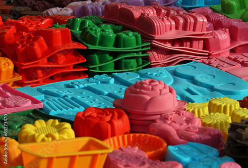 Obraz material silicone mould to create cakes of many forms - fototapety do salonu