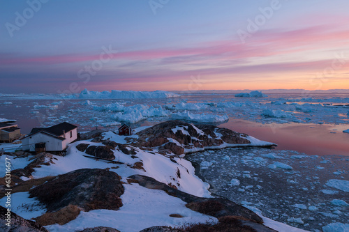 Tuinposter Arctica Arctic light at sunset in Ilulissat, Greenland