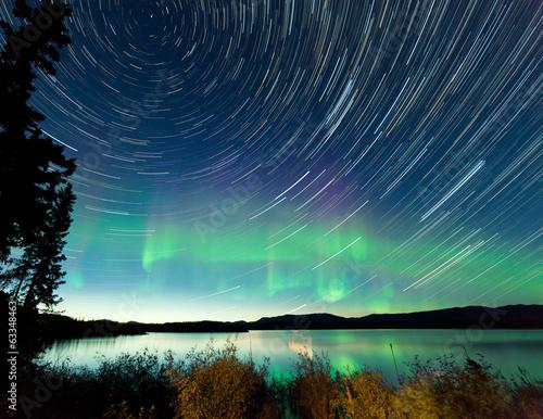 Foto auf Leinwand Nordlicht Startrails Northern Lights display Lake Laberge