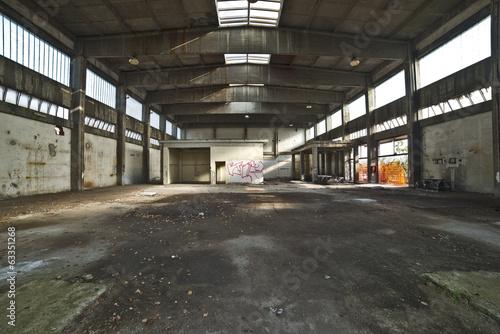 Papiers peints Les vieux bâtiments abandonnés Shed of an old abandoned factory