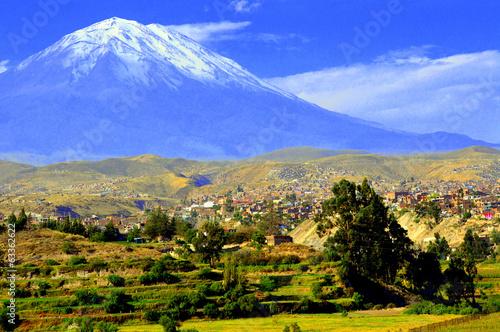 El volcán Misti desde un mirador de Arequipa Lerretsbilde