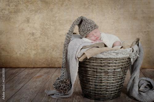 Baby im Flechtkorb Obraz na płótnie