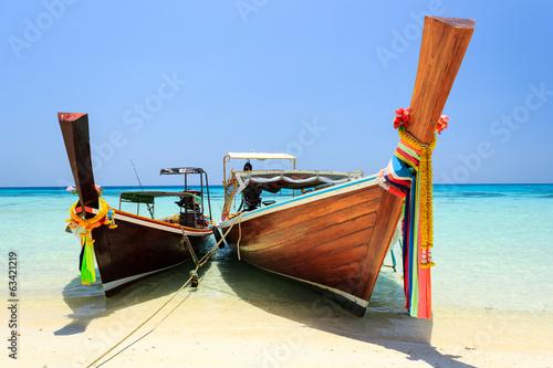 dluga-ogoniasta-lodz-przy-koh-rok-tajlandia-rok-wyspa