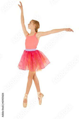 Photo  Cute young ballerina in fourth position on pointe