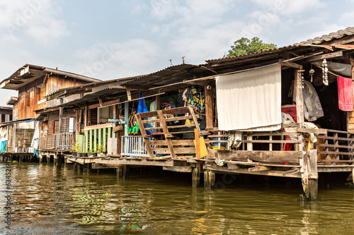 Fotografija  Slum on dirty canal in Thailand