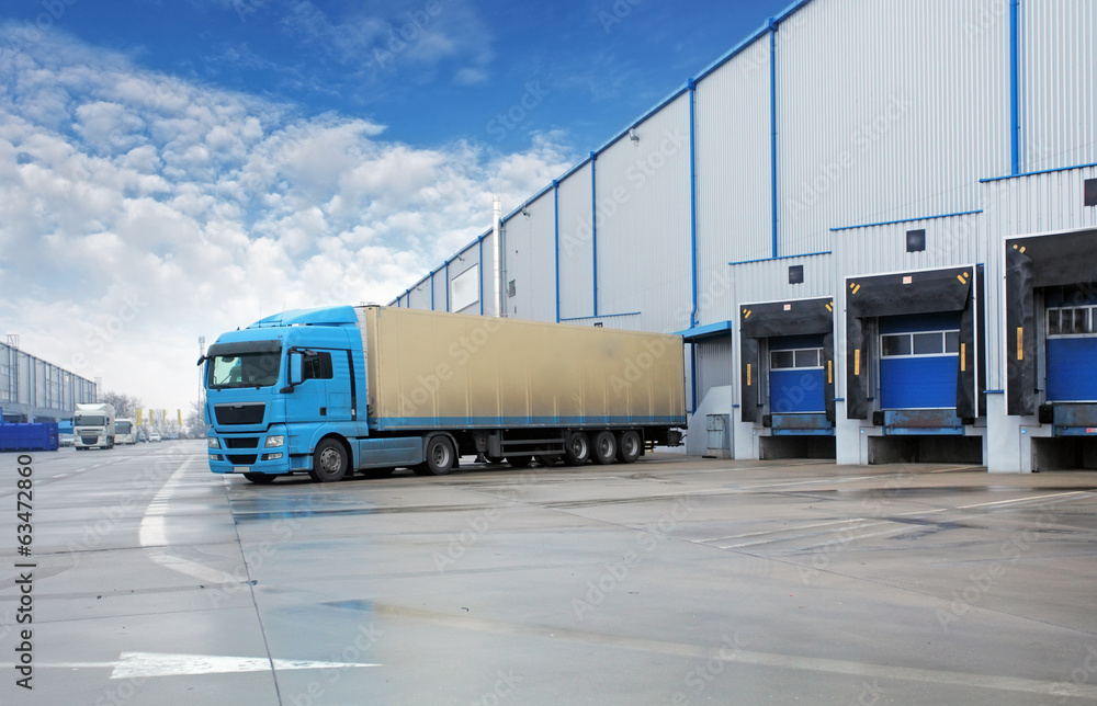 Fototapety, obrazy: Unloading cargo truck at warehouse building