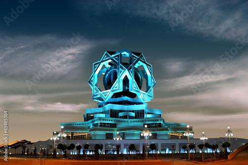 Photo Beautiful palace on a night sky as a background. Ashkhabad. Turk