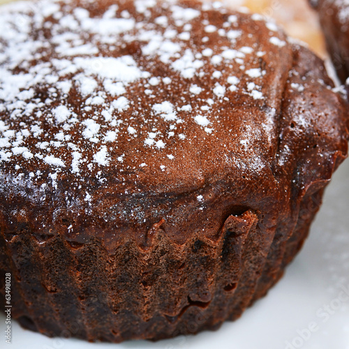 Fotobehang Steakhouse Chocolate cake with icing sugar