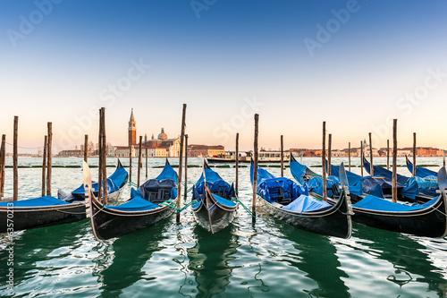 Fotobehang Gondolas Gondoles à Venise