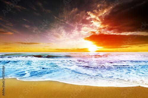 Fototapeta Dreamy sunset at beach shore obraz na płótnie