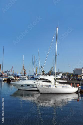 Foto auf Gartenposter Stadt am Wasser White motor yacht over harbor pier, Odessa, Ukraine