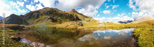 obraz dibond Panorama con lago di Montagna