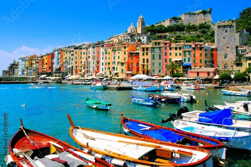 Photographie  Colorful harbor view at Portovenere, Italy with boats