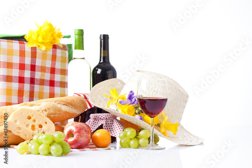 Keuken foto achterwand Picknick picnic basket with bottle of wine,fruits, bread and summer hat