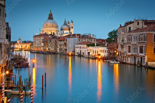 Stickers pour porte Venise Grand Canal and Basilica at dusk, Venice, Italy.