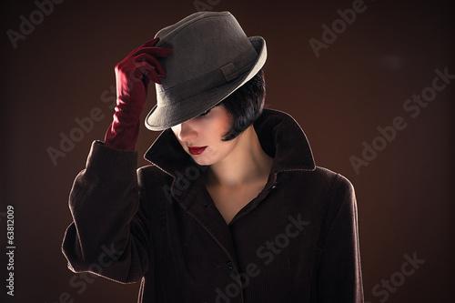 Photo  portrait beautiful fashionable woman detective
