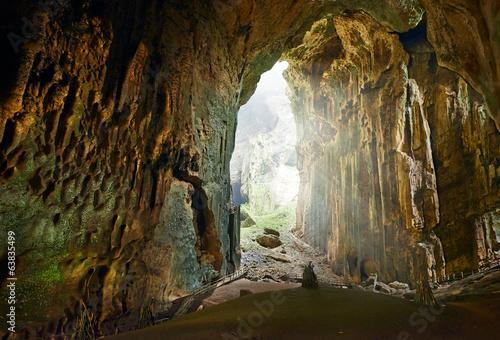 jedna-z-najpiekniejszych-jaskin-na-borneo-gomantong