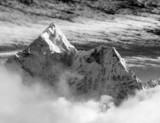Czarno-biały widok Ama Dablam - 63853410