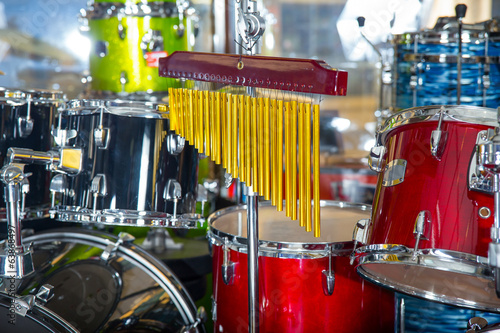 In de dag Muziekwinkel Percussion at the music store