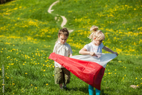 Fotografía  children with Polish flag