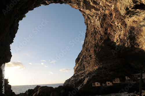 Fotografie, Tablou  Looking Out Through a Cave