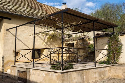 terrasse ombragée – kaufen Sie dieses Foto und finden Sie ähnliche ...