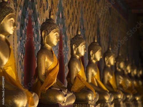 In de dag Bangkok Buddha statue at Wat Arun, Bangkok Thailand
