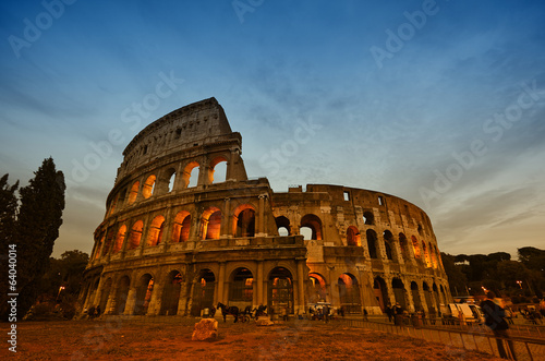 Photo  Colosseum in Rome, Italy during sunset