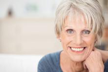 Portrait Einer Modernen Seniorin