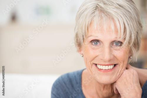 Tela portrait einer modernen seniorin