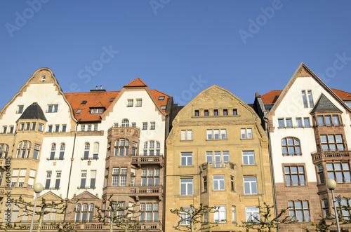 Photo Stands Fassade von Wohnhaeusern mit Jugendstil Architektur