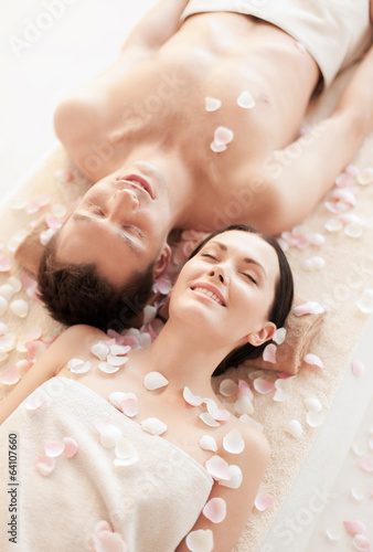 couple in spa - 64107660