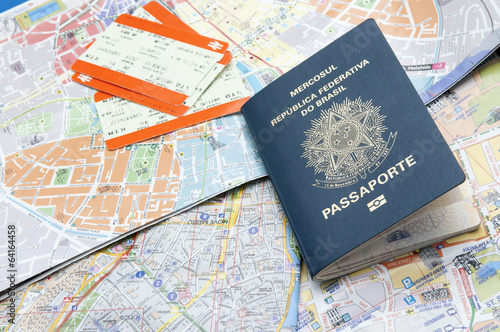 Foto  Passport, maps, and tickets