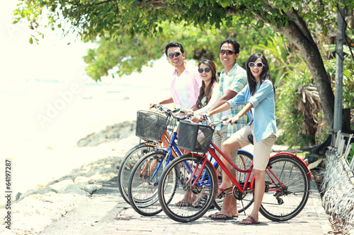 Photo Stands Cycling friends having fun riding bicycle together