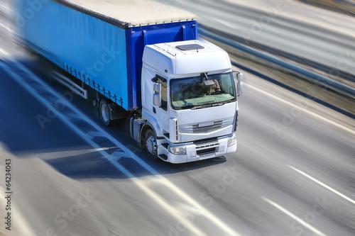 Obraz truck moves on highway - fototapety do salonu