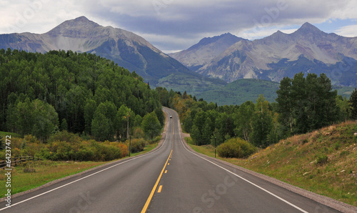 Photo Stands Mountains Driving in the Rocky Mountains, USA