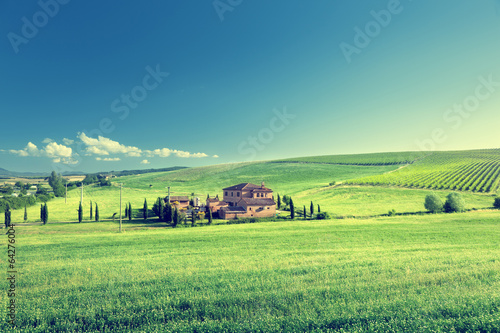 Tuinposter Lime groen Tuscany landscape with typical farm house, Italty