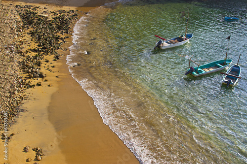 Fotografija  boats in water by the beach of Acapulco