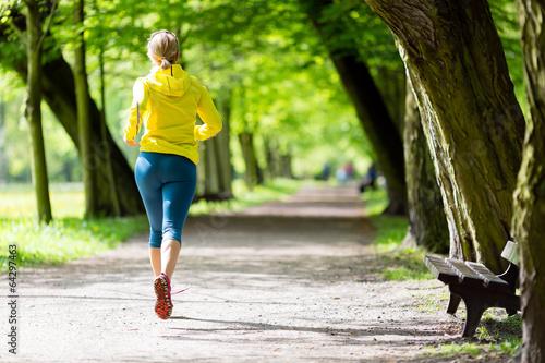Foto  Laufender Rütteln des Frauenläufers im Sommerpark