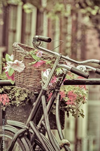 retro-stylizowany-wizerunek-holenderskich-rowerow-w-amsterdamie