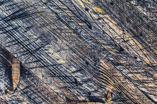 sciany-drewniane-deski-pomalowane-na-kolor-szary